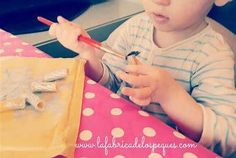 Resultado de imagen de niño pintando macarrones